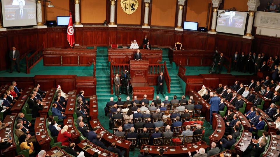 البرلمان التونسي يصادق على مشروع قانون يفوض لرئيس الحكومة إصدار مراسيم لمجابهة كورونا
